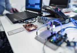 Arduino dirbtuvės: roboto-linijos sekėjo gamyba