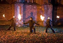 """Mėnesio trukmės """"Ugnies valdovų"""" žongliravimo ugnimi kursai"""