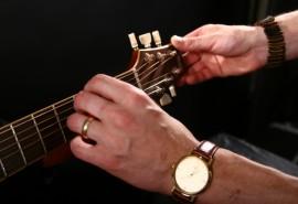 """Gitaros pamokos """"Trio"""" Šiauliuose"""