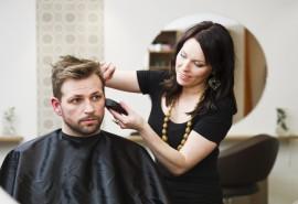 Stilingas vyriškas plaukų kirpimas, galvos masažas ir šukuosenos suformavimas