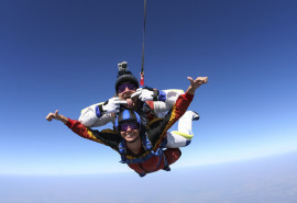 Šuolis dviviečiu parašiutu su instruktoriumi (tandemu)