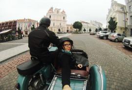 Pasivažinėjimas senoviniu motociklu lopšyje po Vilniaus senamiestį