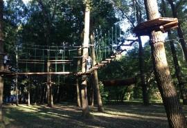 """Pramogos nuotykių parke """"Orangutanas"""" mažiesiems"""