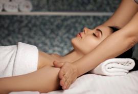 Atpalaiduojantis pečių juostos masažas