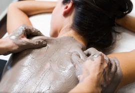 Masažas ir molio kaukė kūnui