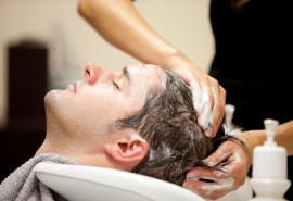 Vyriškas modelinis kirpimas su galvos odos pilingu