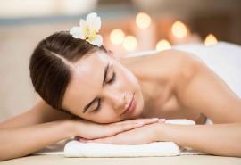 Švelnios prabangos masažo ritualas su šilku