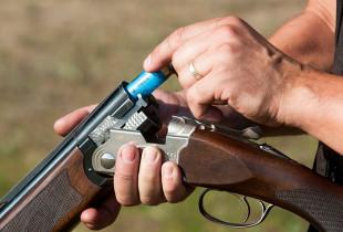 Šaudymas lygiavamzdžiu šautuvu į skraidančias lėkštutes