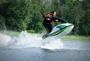 Pasiplaukiojimas sportiniu vandens motociklu