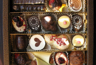 """Rankų darbo """"Šokoladinės"""" saldainių rinkinys Nr. 1 į Jūsų namus!"""
