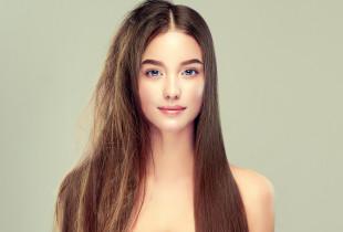Plaukų tiesinimo ir atstatymo procedūra su keratinu