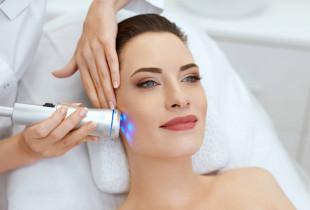 Giluminis veido odos valymas ir atjauninimas šaltu lazeriu