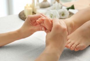Šilkinis pėdų/kojų masažas Masažo klinikoje