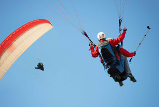 Akrobatinis skrydis su parasparniu ir filmavimu