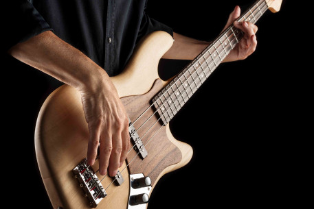 Individualios bosinės gitaros pamokos Vilniuje