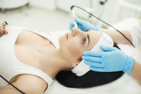 Veido odą lepinanti ir jauninanti veido procedūra. Betadovana