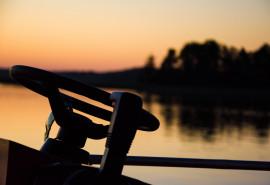 Romantiškas vakarinis-naktinis plaukimas laivu Trakuose