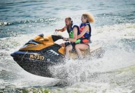 Plaukimas laivu + pagrobimas iš laivo vandens motociklu