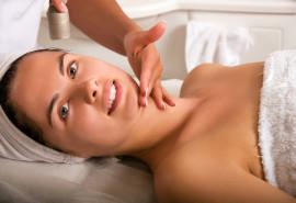 Jauninanti procedūra veido ir kaklo odai su biolazeriu