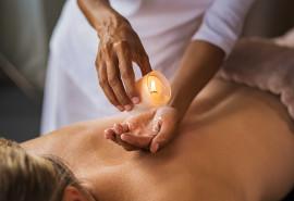 Atpalaiduojantis viso kūno masažas su masažine žvake