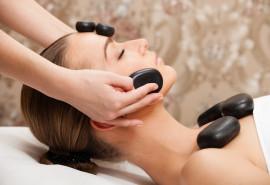 Šiltų akmenų masažas veidui ir kūnui